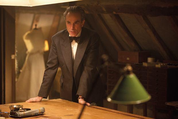 Daniel Day-Lewis jako Reynolds Woodcock w filmie 'Nić widmo'