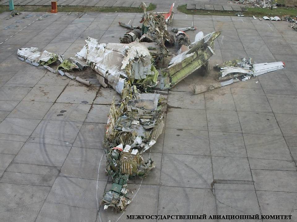 Szczątki polskiego TU 154 M złożone przez ekspertów Międzypaństwowego Komitetu Lotniczego na lotnisku w Smoleńsku.