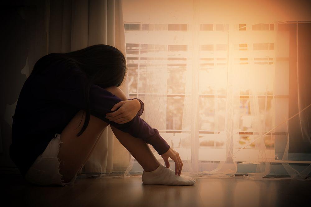 Fluoksetyna to organiczny związek chemiczny, który posiada właściwości przeciwdepresyjne, dlatego stosowany jest do leczenia różnych zaburzeń psychicznych o podłożu depresyjnym oraz obsesyjno-kompulsywnym.