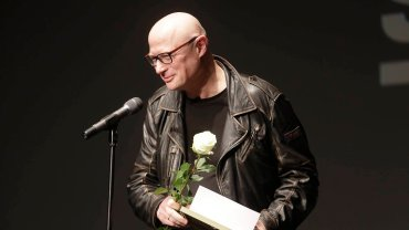 Gala Pomorskich Sztormów. Adam Orzechowski, dyrektor Teatru Wybrzeże, z nagrodą w kategorii Człowiek Roku Kultury