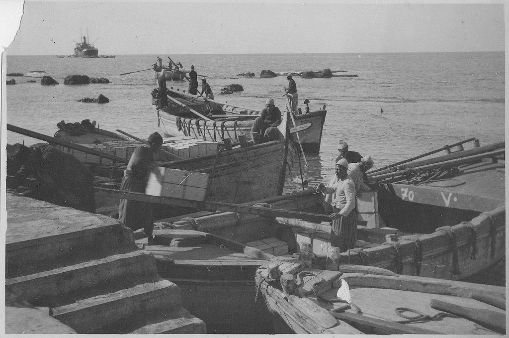 Pomarańcze opuszczają Jaffę - zdjęcie nieznanego autorstwa zostało zrobione około 1930 r. (fot. Wikimedia.org / public domain)