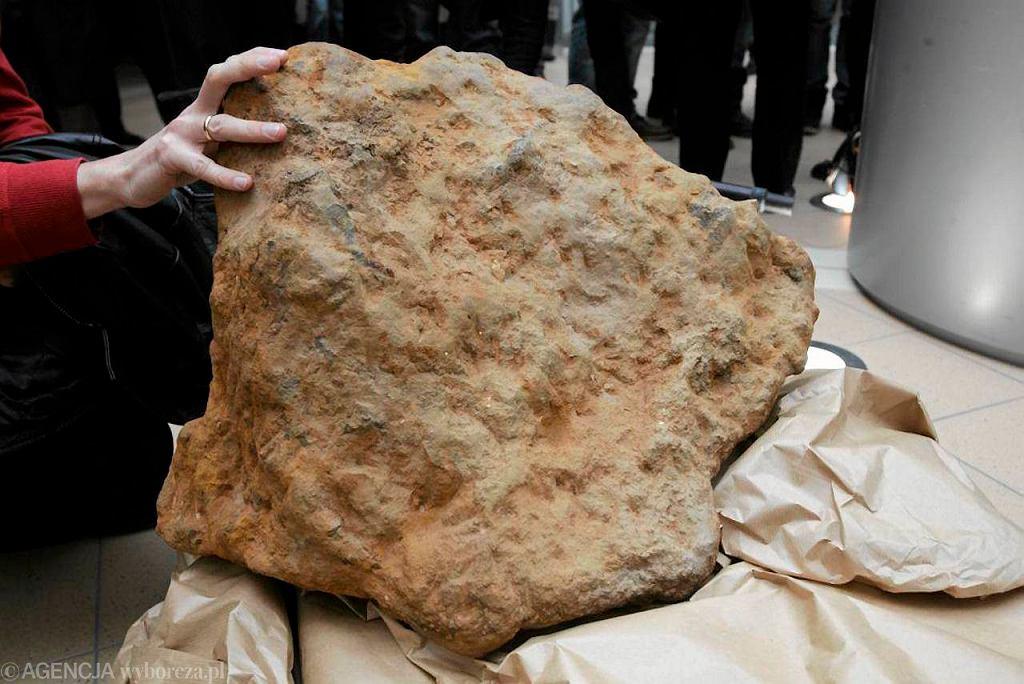 Dotychczas największy meteoryt w Polsce znaleziono podczas wykopów pod umocnienia wojskowe na Morasku.