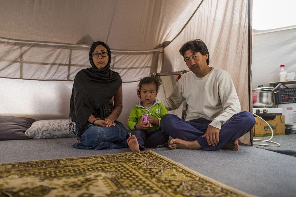 Obóz dla uchodźców Elliniko na stadionie Hellinikon Olympic Complex w Atenach. Rodzina Soufa mieszka tu w namiocie oczekując na 'nowe życie'