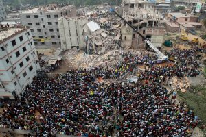 Trzy lata po katastrofie Rana Plaza. T-shirt nadal po 19,99 zł, fabryki wciąż płoną