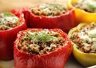 Papryka faszerowana surowym mięsem mielonym - doskonała na obiad i przekąskę [PRZEPIS]