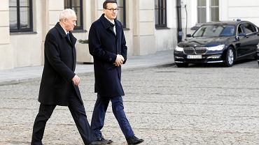 Minister energii Krzysztof Tchórzewski i premier Mateusz Morawiecki wychodzą z Pałacu Prezydenckiego po uroczystości rekonstrukcji rządu. Warszawa, 9 stycznia 2018 r.