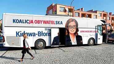 Kampania wyborcza 2019 w Wieruszowie - autobus Koalicji Obywatelskiej
