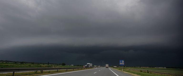 Najwyższy stopień ostrzeżeń IMGW i alert RCB. Silne burze, nawałnicowe porywy wiatru