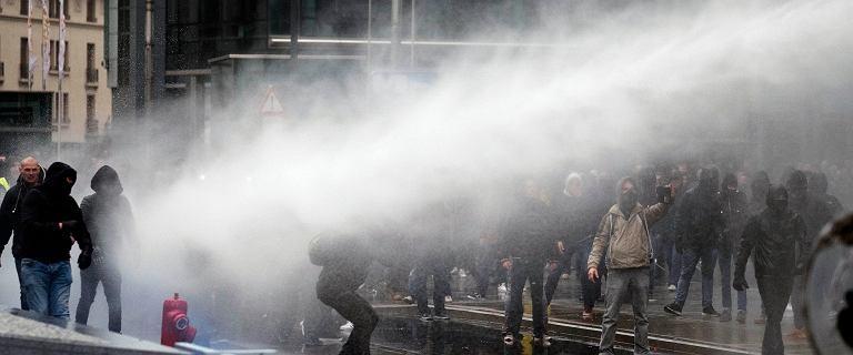 Bruksela: burzliwa demonstracja przeciwko paktowi ws. migracji
