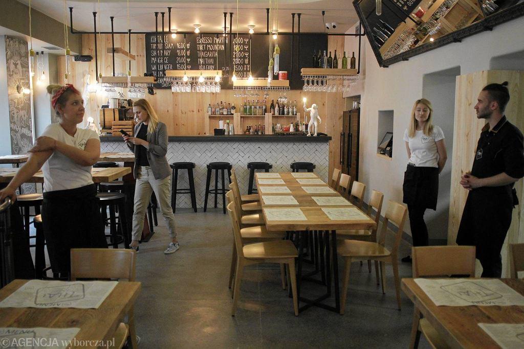 Restauracja Thai Me Up!, Warszawa ul. Foksal 16 / PRZEMEK WIERZCHOWSKI