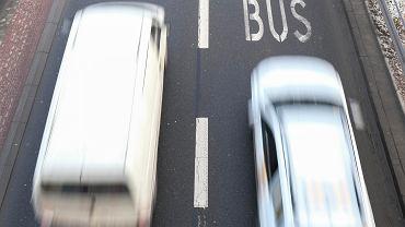 Jazda elektrykiem po buspasie wcale nie taka przyjemna. Oszczędzasz czas, ale musisz mieć oczy dookoła głowy