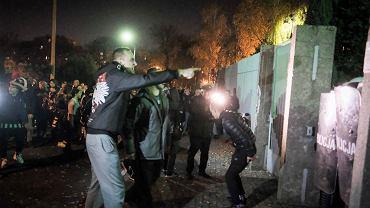 Konin. Komenda Miejska Policji. Zamieszki w związku z zastrzeleniem 21-latka