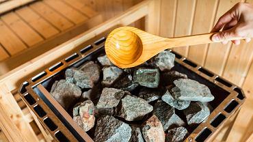 Sauny fińskie są to tzw. sauny suche, gdzie panuje wysoka temperatura