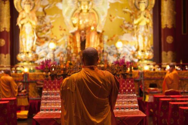 W otwartej dla turystów The Buddha Tooth Relic Temple, poza miejscem modłów, mieści się także muzeum, fot. Iryna Rasko / shutterstock.com