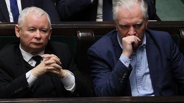 Jarosław Kaczyński i Jarosław Gowin w sejmowych ławach. Warszawa, 14 grudnia 2018