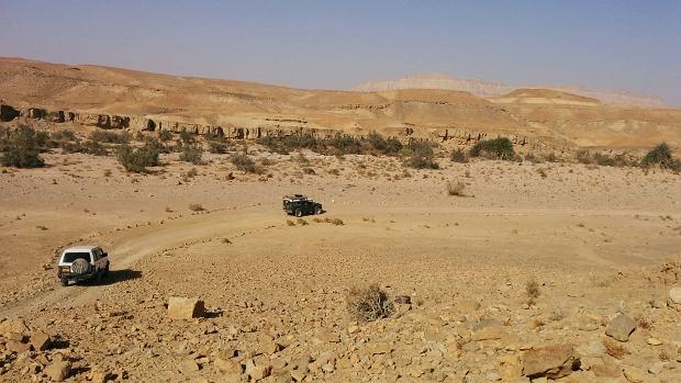 Po wnętrzu krateru Ramon można jeździć dżipami, rowerami lub wybrać się na pieszą wędrówkę.