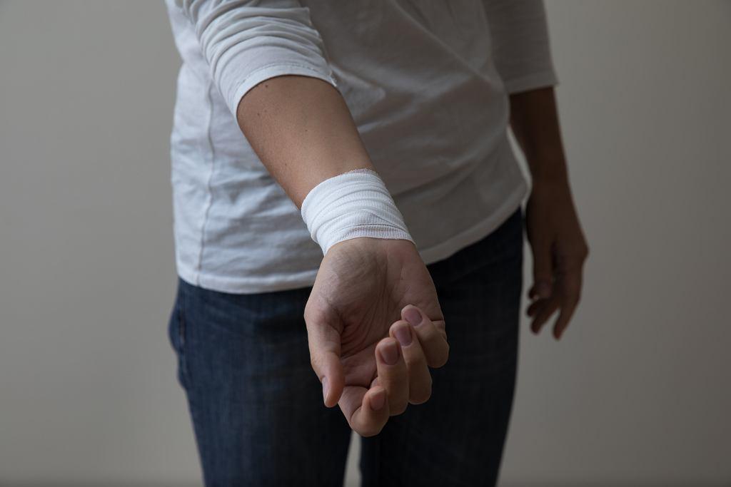 Dlaczego nastolatki się samookaleczają?