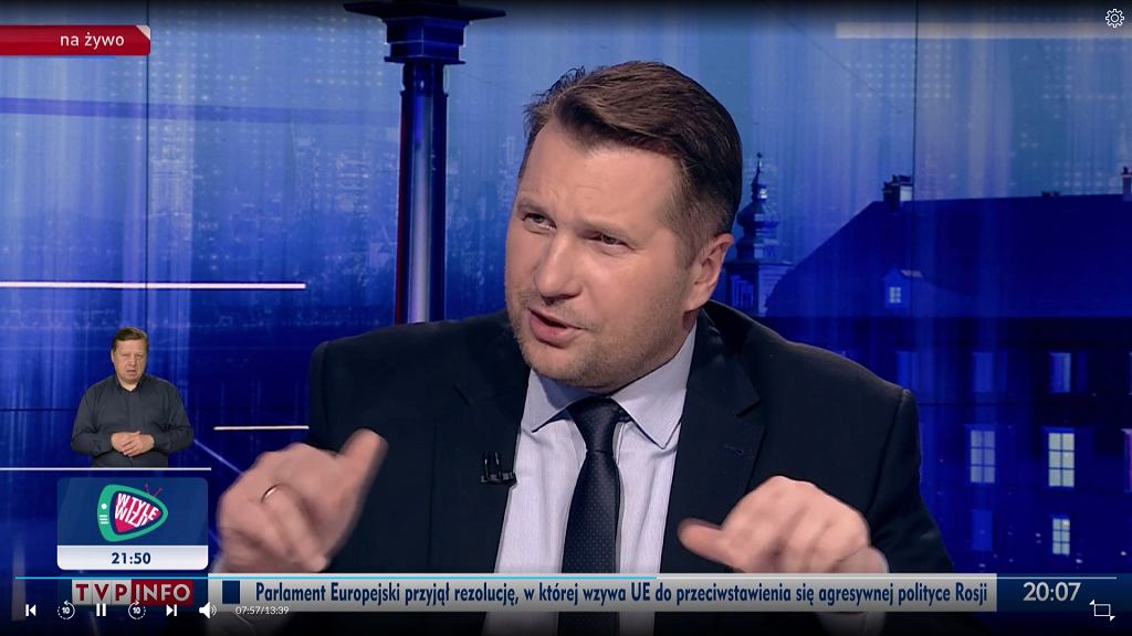 Minister Czarnek podczas rozmowy z TVP