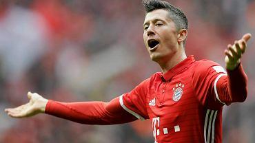 Robert Lewandowski po strzeleniu gola Schalke