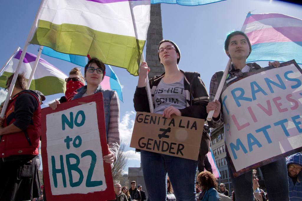 W polskim społeczeństwie wciąż żywych jest bardzo dużo stereotypów na temat zmiany płci (fot. AwakenedEye / iStockphoto.com)