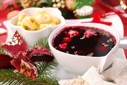 Tradycyjny barszcz czerwony z grzybami i suszonymi śliwkami Bakalland
