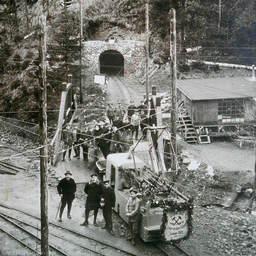 Zdjęcie sprzed kopalni wZłotym Stoku (1923 rok)