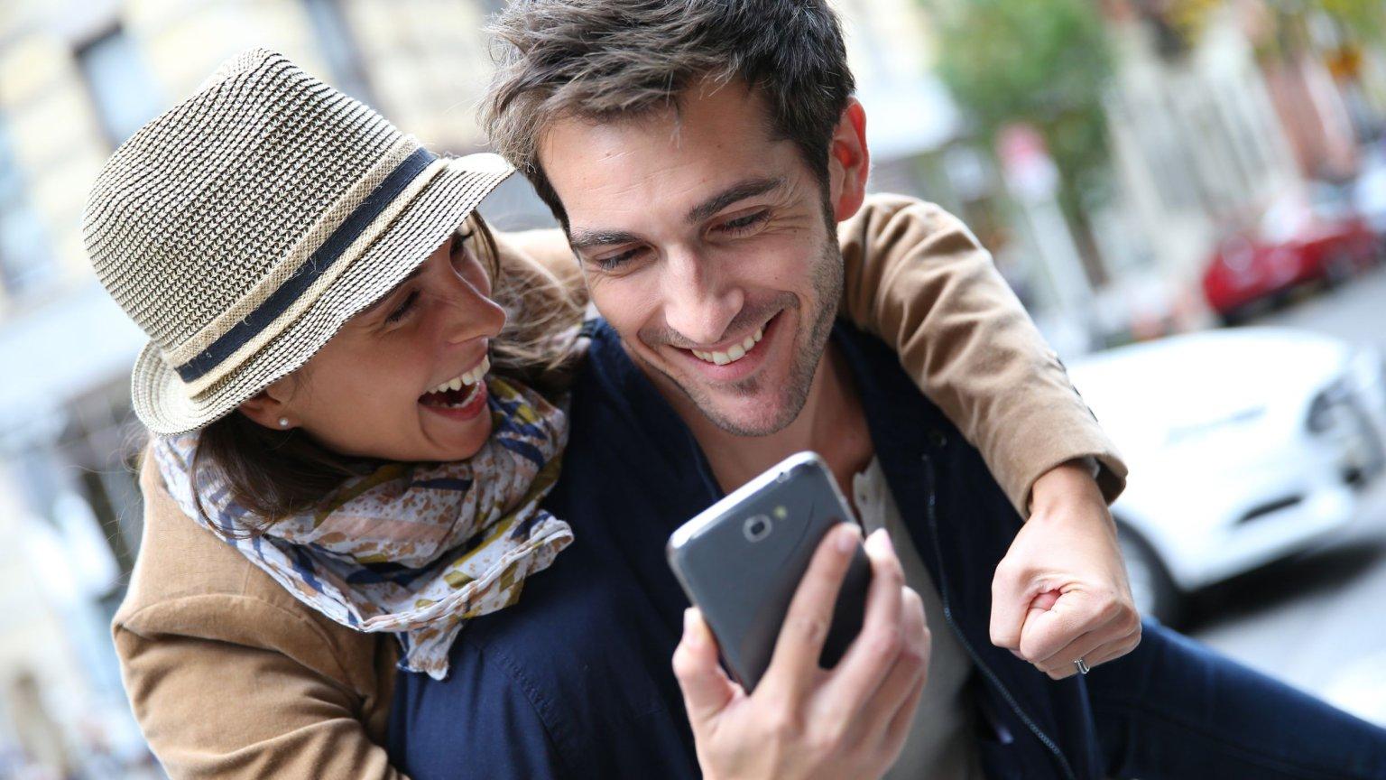 Randki z więcej niż jedną osobą online