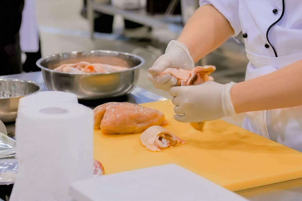 Jak luzować kurczaka? Zobaczcie, jak robi to szef kuchni Jacques Pepin