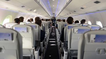 Personel pokładowy posiada podstawową wiedzę medyczną, wie, co robić, jeśli na pokładzie znajdzie się osoba zakażona wirusem