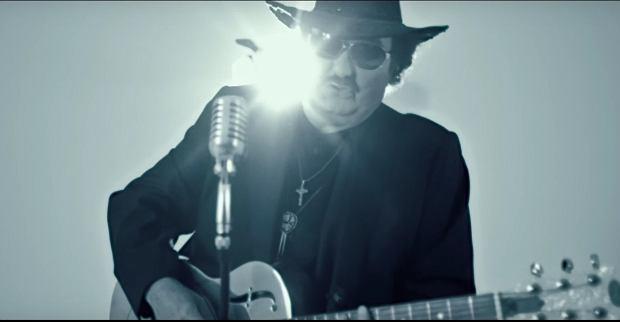 """Barytowy głos piosenkarz wykorzystał do nagrania nowego albumu """"Wiecznie młody"""". Krążek składa się z dwunastu utworów autorstwa Boba Dylana, Krzysztof Krawczyk wszystkie utwory zaśpiewał po polsku."""