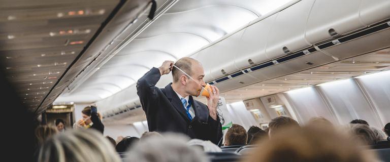 """Pilot krytykuje instrukcje bezpieczeństwa w samolotach. """"Brak kluczowej informacji"""""""