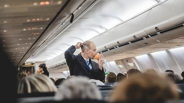 Obowiązkowo przed każdym startem samolotu pasażerom przedstawiana jest instrukcja bezpieczeństwa