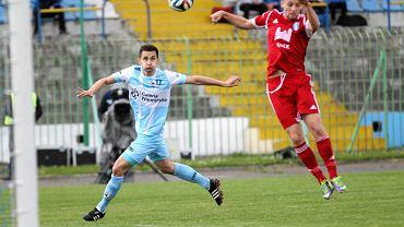 O piłkę walczy Piotr Darmochwał