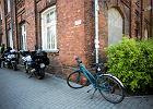Czarne bmw Służby Ochrony Państwa potrąciło rowerzystkę