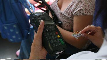 Mandat za brak biletu za jazdę autobusem umarza się po roku. Ale podatek zapłacić trzeba