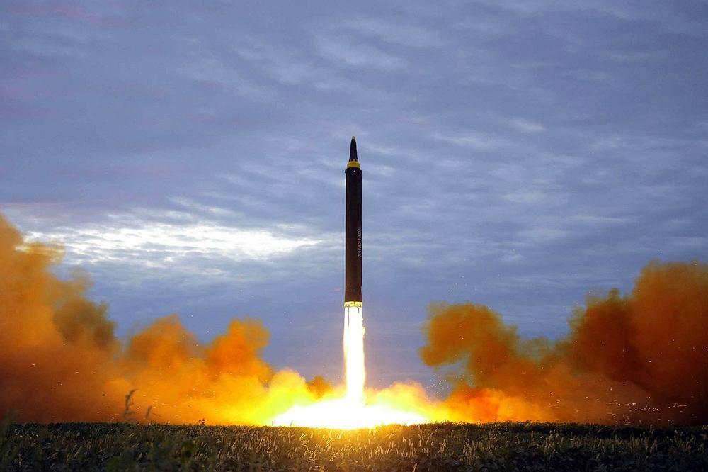 Kolejny test północnokoreańskiej rakiety Hwasong-12, 29 sierpnia 2017 r.
