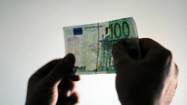 Banknot euro. (zdjęcie ilustracyjne)