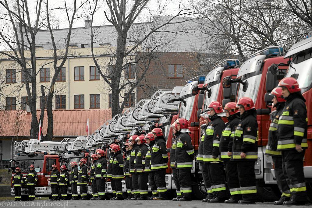 Przekazanie sprzęty strażakom. Szkoła Główna Służby Pożarniczej, Warszawa10 lutego 2011