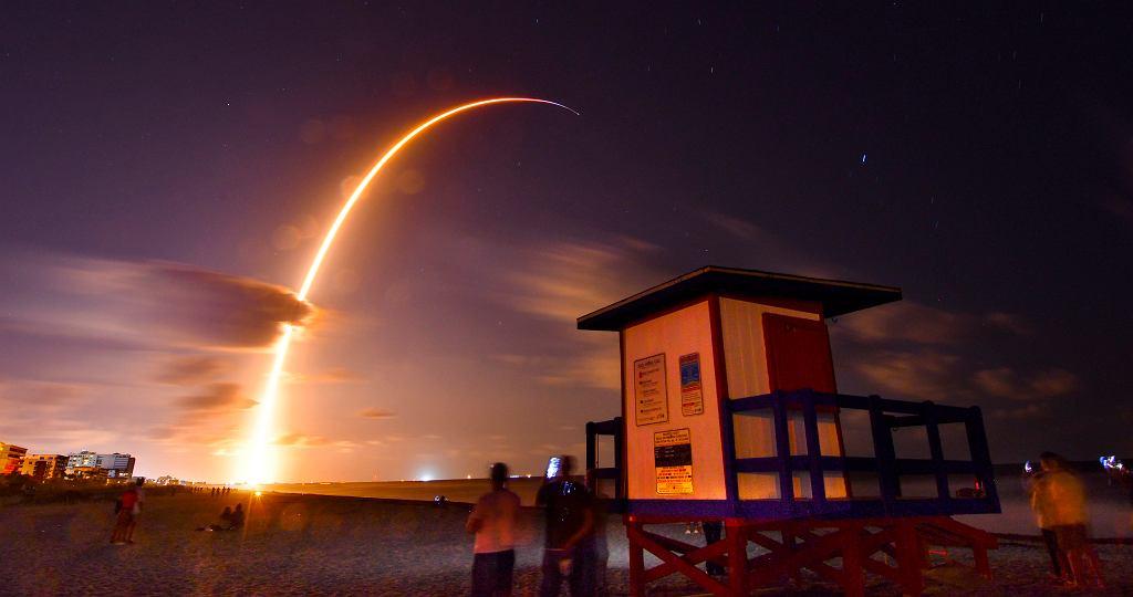 Rakieta Falcon 9 wyniosła pierwsze satelity sieci Starlink na niską orbitę okołoziemską
