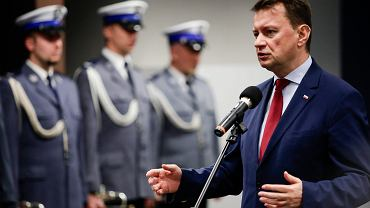23.10.2017. Minister Mariusz Błaszczak podczas uroczystości zaprzysiężenia nowego komendanta małopolskiej policji.