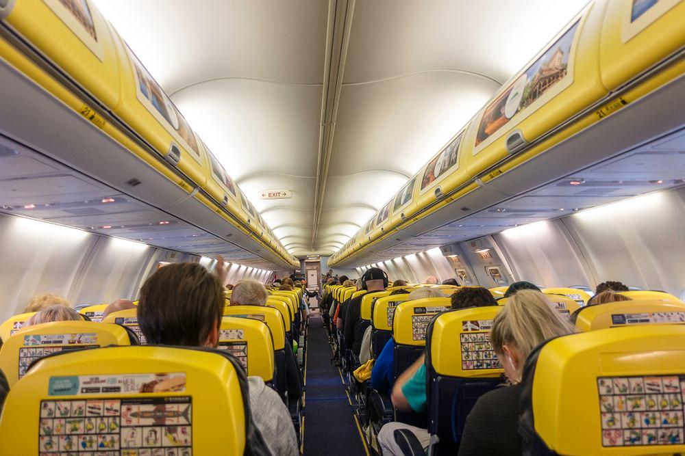 Pasażer oświadczył się stewardessie na pokładzie Ryanaira
