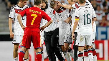 Marco Reus opuszcza boisko w meczu z Armenią