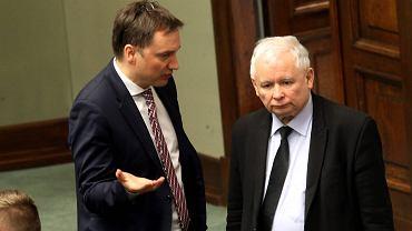 Minister sprawiedliwości Zbigniew Ziobro i jego polityczny zwierzchnik, prezes PiS Jarosław Kaczyński
