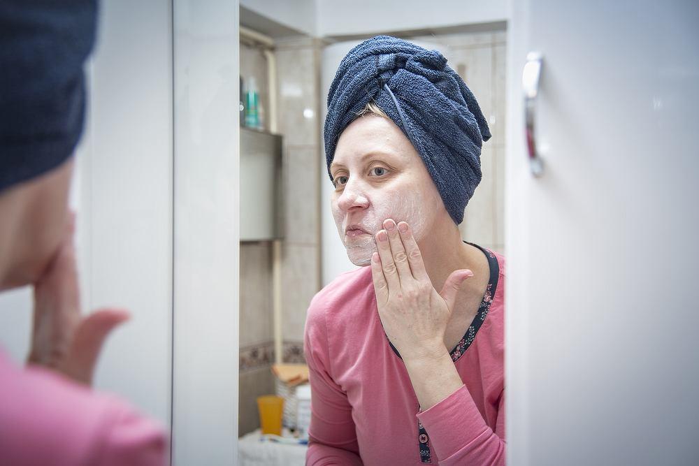 Jak długo testować kosmetyki, by być pewnym ich działania?
