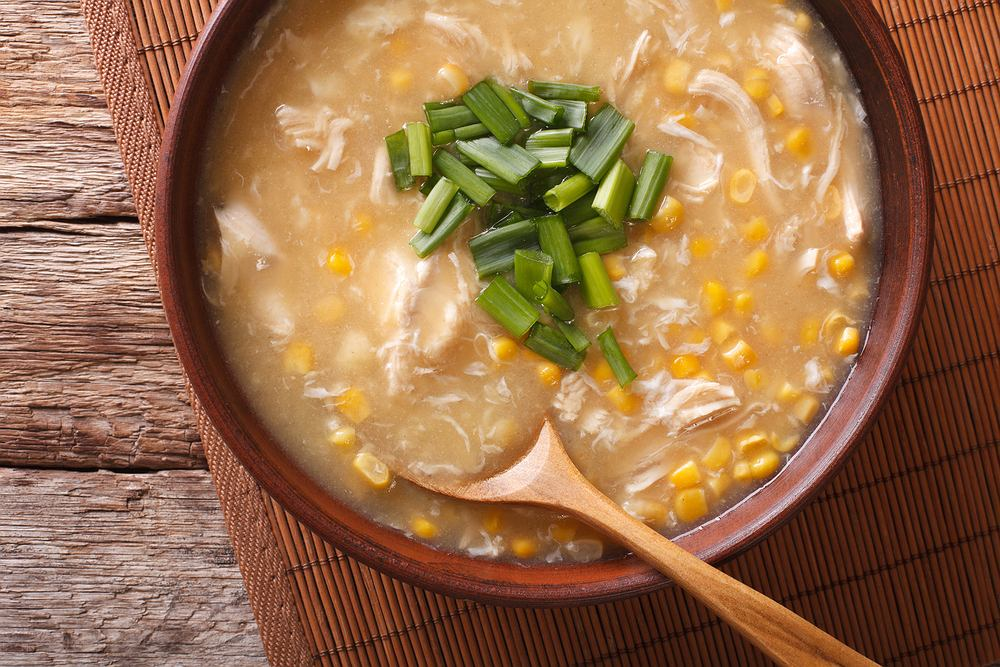 Aromatyczna zupa chińska z kukurydzą i kurczakiem