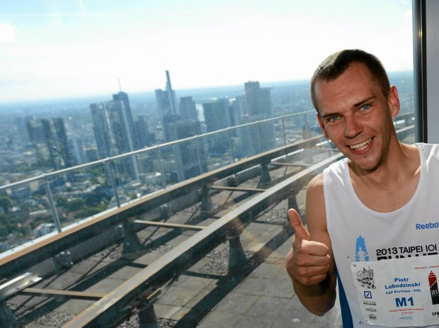 Poland's Piotr Lobodzinski smiles after winning the 7. Sky Run at Fair Tower (Messeturm) climbing the steps of  61 floors of the skyscraper in Frankfurt Germany, Sunday May 18, 2014.  (AP Photo/dpa,Arne Dedert) SLOWA KLUCZOWE: Freizeit;Piotr Lobodzinski