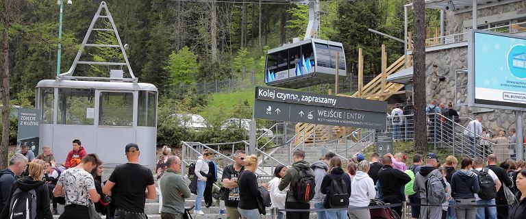 Tatry. Tłumy turystów w Zakopanem. Brak miejsc parkingowych