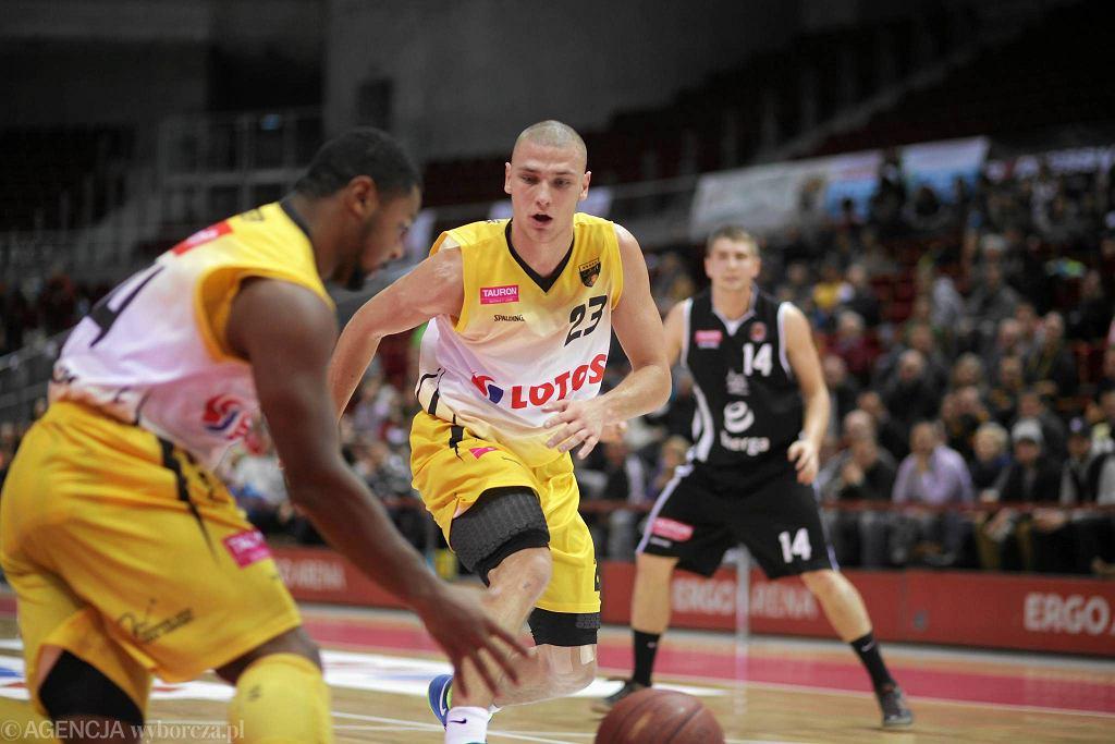 Koszykarze Trefla Sopot (żółte stroje) podejmą Kotwicę