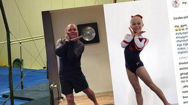 Gimnastyczna para: tata i jego ukochana córeczka