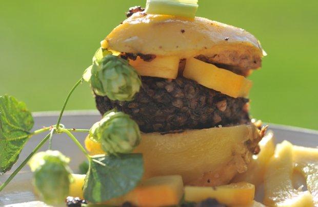 Hamburger po kodeńsku i marynowany chmiel [przepis]